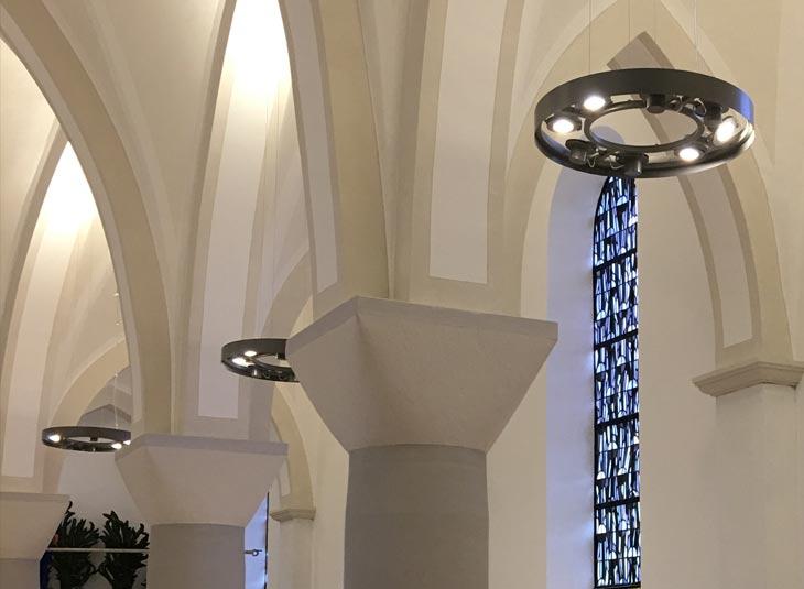 https://www.schmidt-leuchten.com/wp-content/uploads/2018/08/Kirche_Hirschberg_07_730x535.jpg